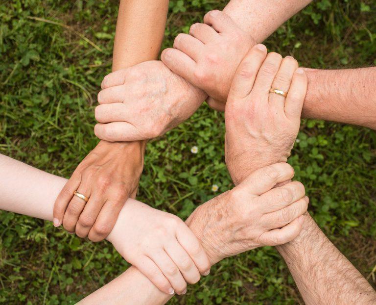 Zostań wolontariuszem nie wychodząc z domu, nieś pomoc innym