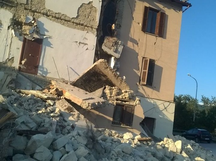 Wsparcie pomocy dla ofiar trzęsienia ziemi